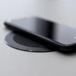 sort trådløs oplader til smartphone
